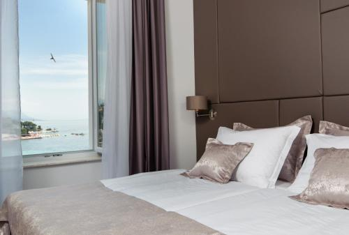 A bed or beds in a room at Dream Luxury Rooms