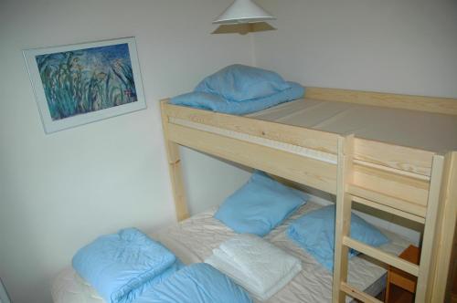 A bunk bed or bunk beds in a room at Village de vacances Waulsort