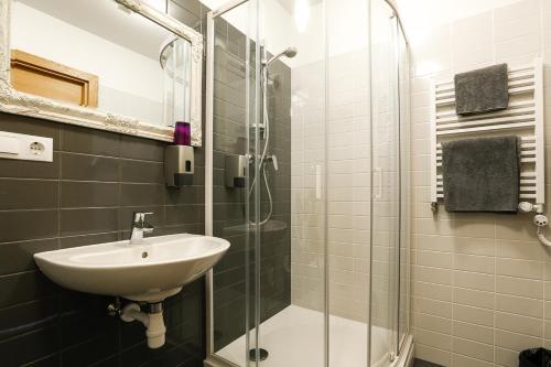 A bathroom at Restaurant & Hotel Klidzina