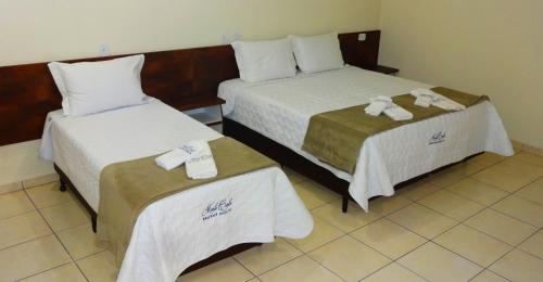 A bed or beds in a room at Hotel Monte Carlo Uberaba - Próximo ao Hospital UFTM , Hospital Dr Hélio Angotti e Hospital Regional Uberaba