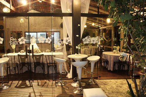 A restaurant or other place to eat at Pousada e Restaurante Fim da Trilha