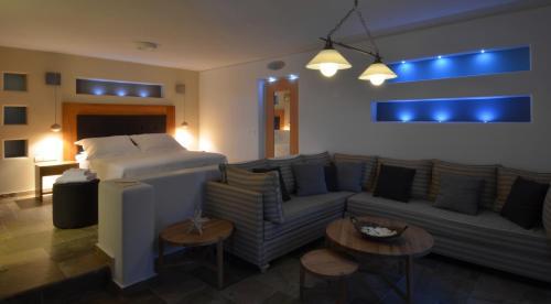 Χώρος καθιστικού στο Pleiades Eco Houses