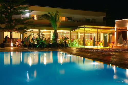 Πισίνα στο ή κοντά στο Asteras Resort