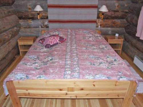A bed or beds in a room at Holiday Home Kuusiruka 10