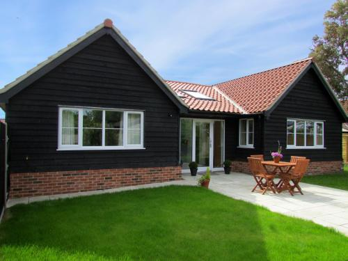 2 Suffolk Cottage, Knodishall