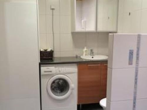 A kitchen or kitchenette at Holiday Home Tintintupa