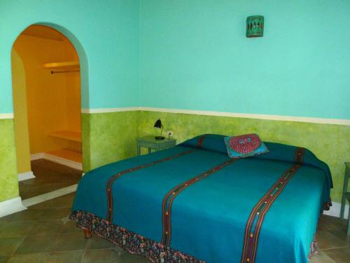 A bed or beds in a room at Hotel Medio Mundo