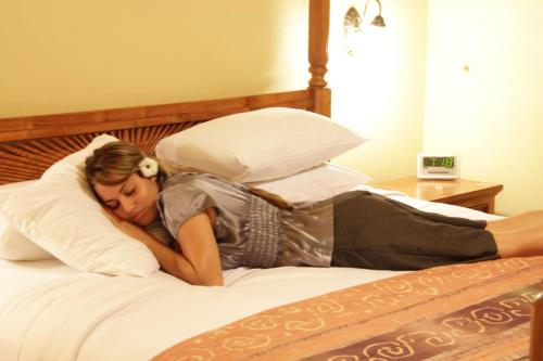 A bed or beds in a room at Tradewinds Hotel