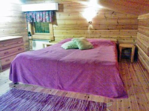 A bed or beds in a room at Holiday Home Kelokaltiokylä 39 a