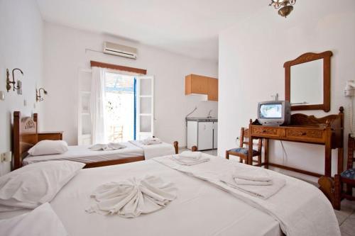 Ένα ή περισσότερα κρεβάτια σε δωμάτιο στο Ξενοδοχείο Λαντέρης