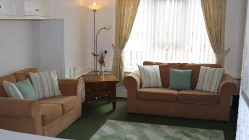 A seating area at Marlborough Court Holiday Apartments