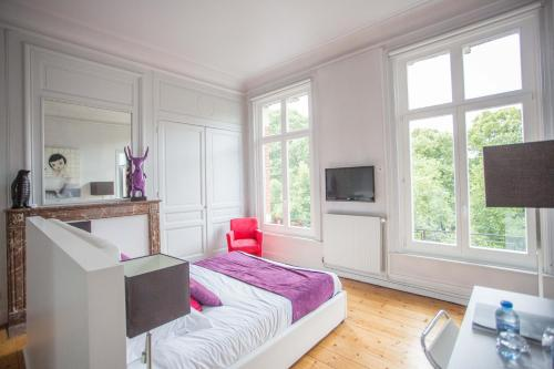 A bed or beds in a room at L'Esplanade Lille