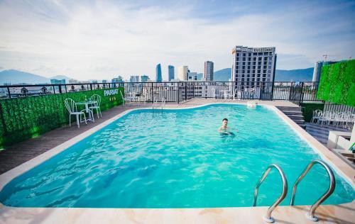 Hồ bơi trong/gần Pariat Hotel & Apartment