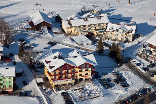 Blick auf Hotel-Pension Sonneck aus der Vogelperspektive