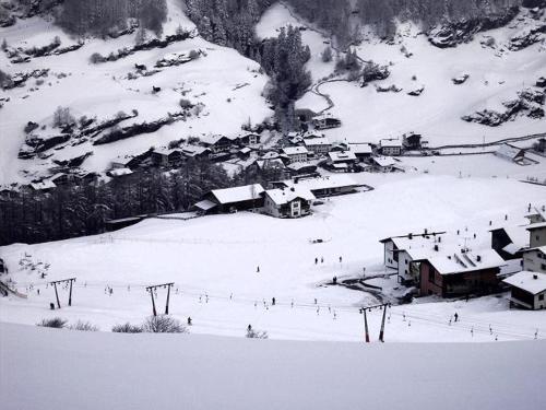 Almhof im Winter