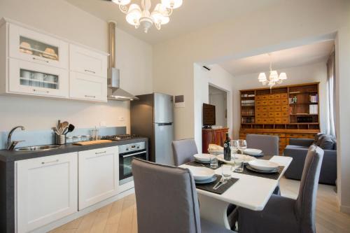 Una cocina o zona de cocina en FLR - Signoria