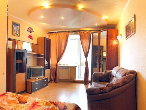 A seating area at Уютный Тихвин апартаменты 3 микрорайон д 12а