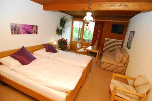 Ein Bett oder Betten in einem Zimmer der Unterkunft Hotel Rothorn