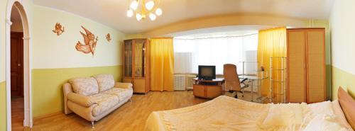 A seating area at Уютный Тихвин апартаменты 8 микрорайон д 3A