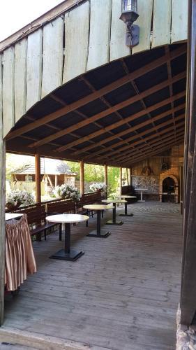 A restaurant or other place to eat at Viesu nams Klāņas
