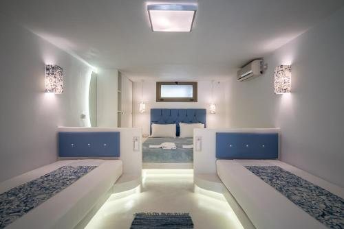 A bed or beds in a room at Fiore Beach Studios