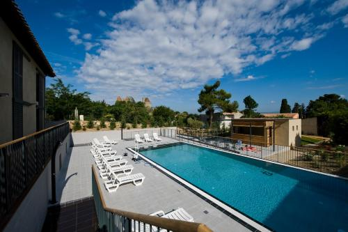 The swimming pool at or near Mercure Carcassonne La Cite