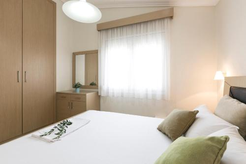 A bed or beds in a room at Olive Tree Apartments