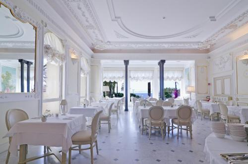 A restaurant or other place to eat at Hotel De Paris Sanremo