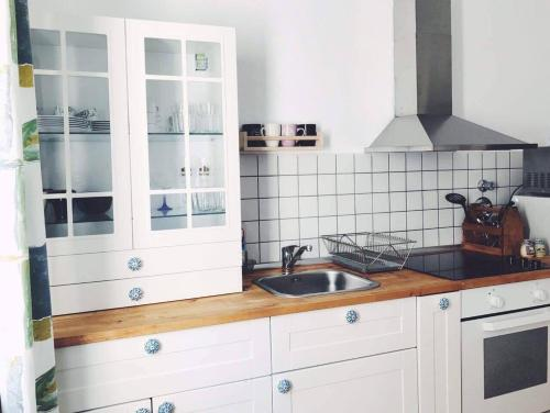 A kitchen or kitchenette at Griffn Properties Flora
