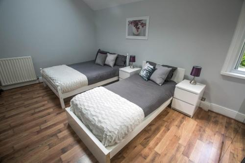A bed or beds in a room at Hayes Bank