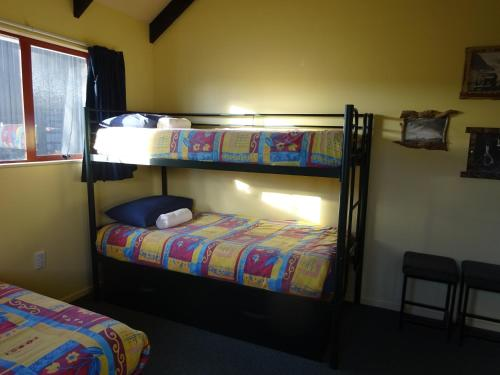 A bunk bed or bunk beds in a room at Glow Worm Accommodation