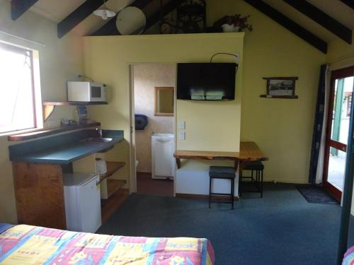 A television and/or entertainment center at Glow Worm Accommodation