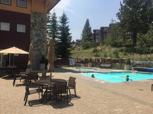 The swimming pool at or near Sunstone Lodge by 101 Great Escapes