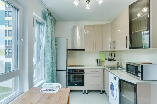 Кухня или мини-кухня в Apart4You Varshavka 141