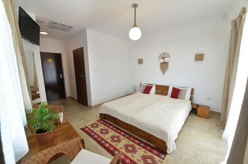 A bed or beds in a room at Zen Vama Veche