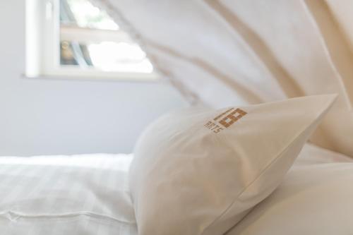 Ein Bett oder Betten in einem Zimmer der Unterkunft 18Arts Hotel