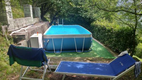 Vista sulla piscina di Agriturismo il Mirabile o su una piscina nei dintorni