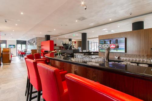 The lounge or bar area at Bastion Hotel Eindhoven Waalre