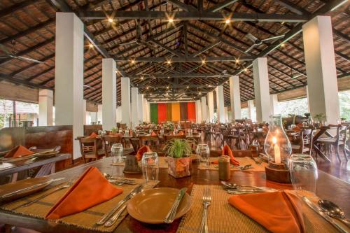A restaurant or other place to eat at Sigiriya Village