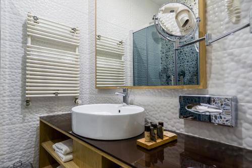 A bathroom at Aquaticum Debrecen Termal & Wellness Hotel