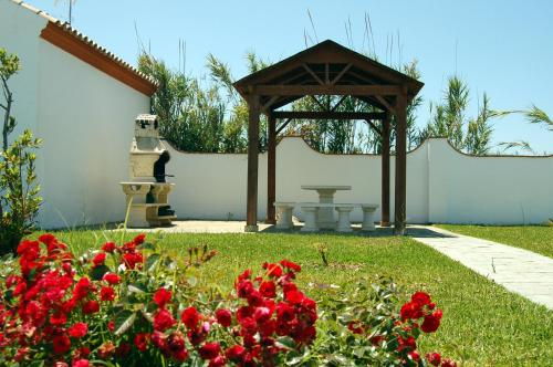 Jardín al aire libre en Apartamentos Majadales de Roche