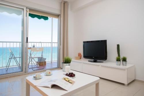 Una televisión o centro de entretenimiento en Apartments Cullera Beach