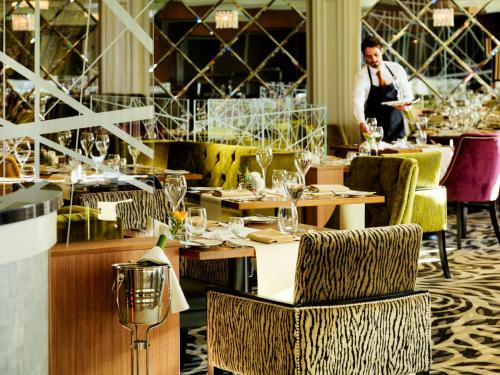 A restaurant or other place to eat at Killyhevlin Lakeside Hotel & Lodges