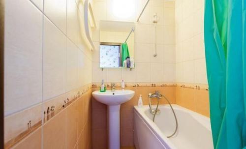 Ванная комната в Busines Brusnika Apartment on Nagornaya