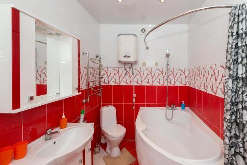 A bathroom at Home Like on Vokzalnaya 19