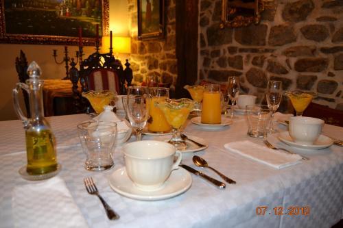 Un restaurante o sitio para comer en Palacio de Trasvilla