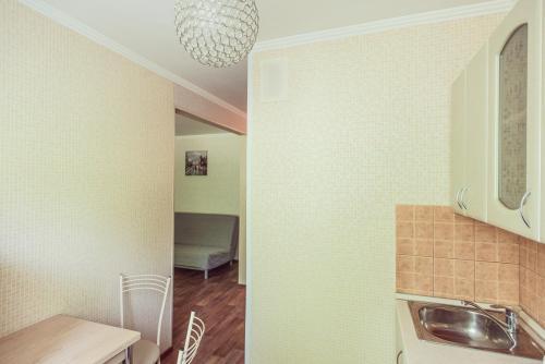 A kitchen or kitchenette at Bulvar Lenina 20