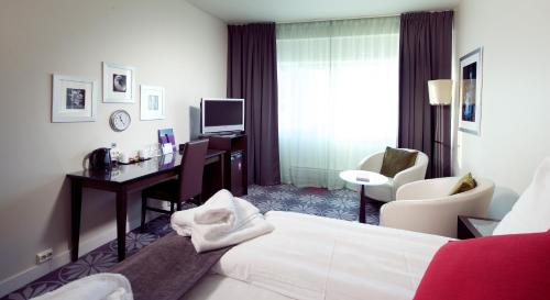 A television and/or entertainment center at Clarion Collection Hotel Aurora