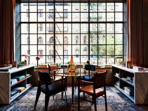 מסעדה או מקום אחר לאכול בו ב-SIXTY SoHo