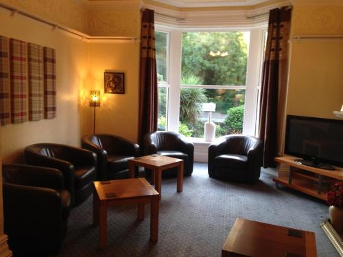 A seating area at Rostrevor Hotel - Guest House
